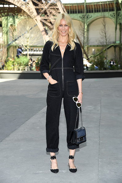 Claudia Schiffer「Chanel : Photo Call - Paris Fashion Week - Haute Couture Fall/Winter 2017-2018」:写真・画像(18)[壁紙.com]