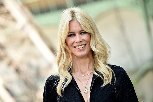 Claudia Schiffer「Chanel : Photo Call - Paris Fashion Week - Haute Couture Fall/Winter 2017-2018」:写真・画像(0)[壁紙.com]