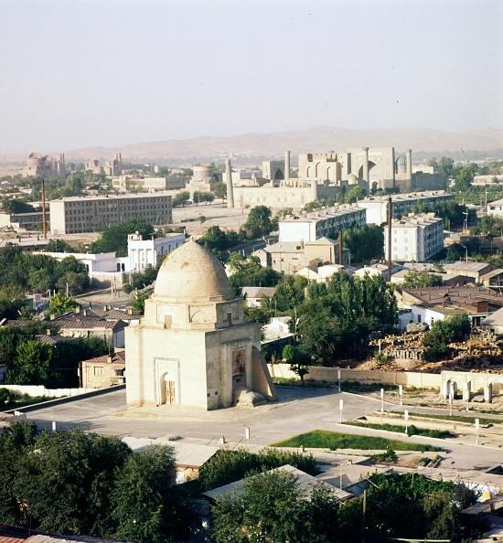 Samarkand「Streets Looking Towards Registan In Mid-Distance」:写真・画像(14)[壁紙.com]