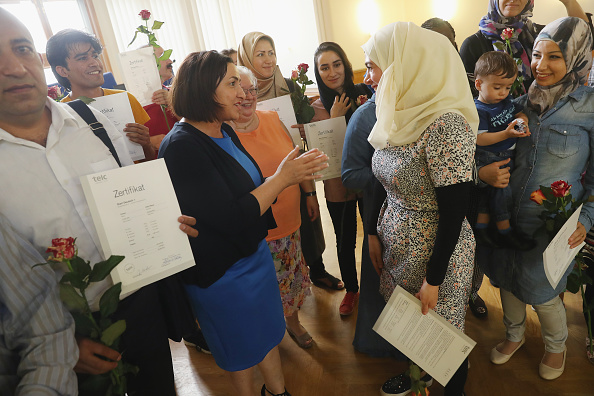 Government Building「Refugees Receive German Language Certificates」:写真・画像(10)[壁紙.com]