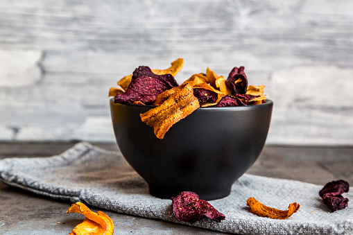 Brassica rapa「Roasted vegetable chips in bowl」:スマホ壁紙(16)