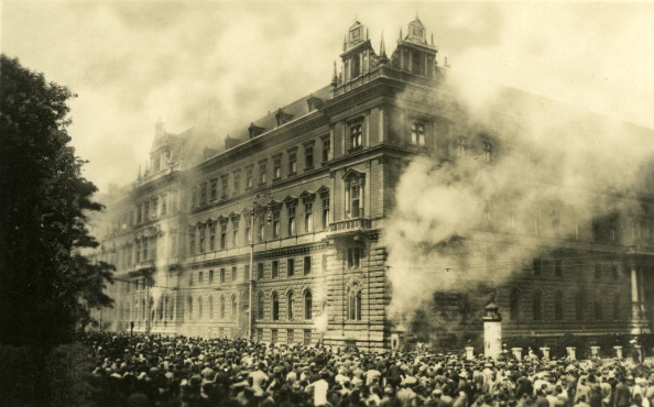 Vienna - Austria「Fire in the Justizpalast (Palace of Justice), Vienna」:写真・画像(1)[壁紙.com]