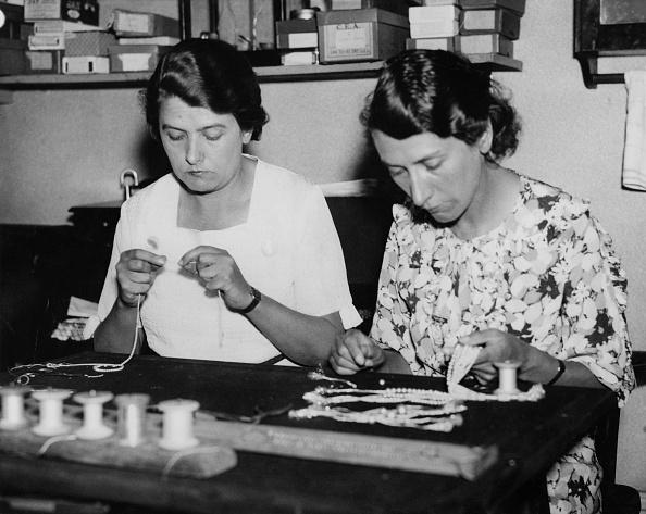 Jewelry「Pearl-Stringing Sisters」:写真・画像(12)[壁紙.com]
