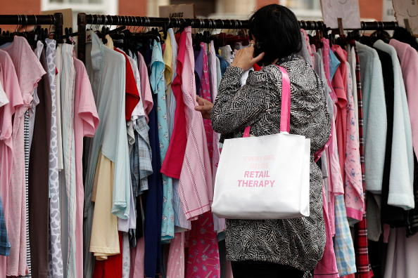 服装「Inflation Continues To Slow For The Third Month But Fails To Hit 2% Target」:写真・画像(6)[壁紙.com]