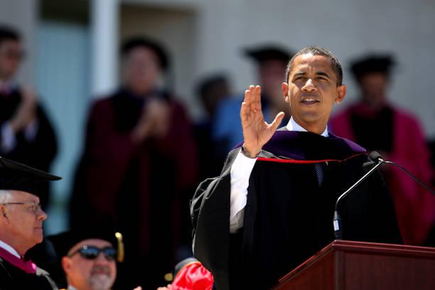 Barack Obama Gives Commencement Address At Wesleyan University:ニュース(壁紙.com)