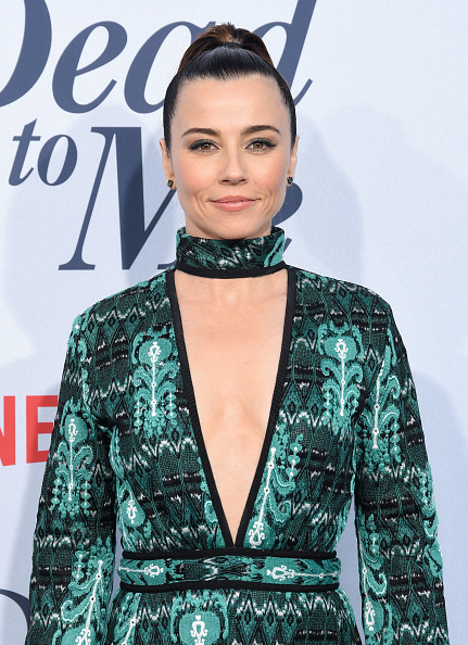 "Mock Turtleneck「Netflix's ""Dead To Me"" Season 1 Premiere - Arrivals」:写真・画像(10)[壁紙.com]"