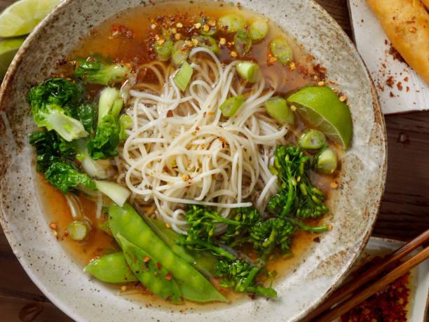 ラーメンと野菜のスープ:スマホ壁紙(壁紙.com)