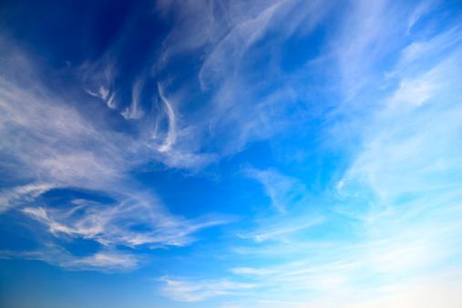アケビ「青い空と雲」:スマホ壁紙(18)
