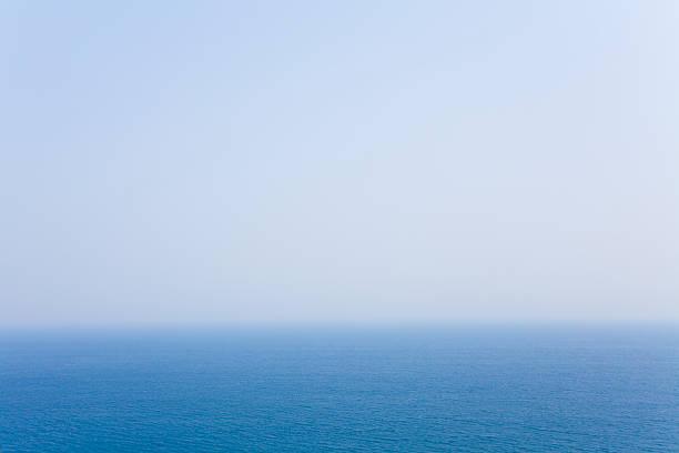 Blue sky and horizon:スマホ壁紙(壁紙.com)
