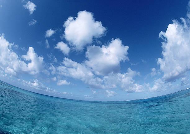 Blue Sky and Sea:スマホ壁紙(壁紙.com)