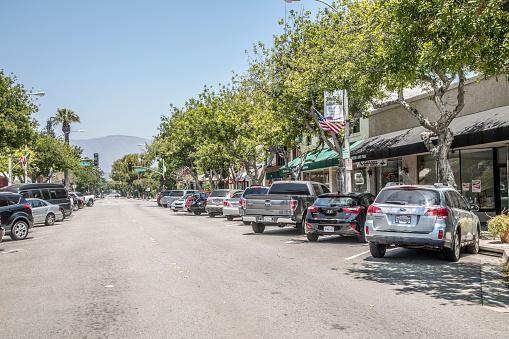 乗り物・交通「Cars on street of Old Town La Verne」:スマホ壁紙(17)