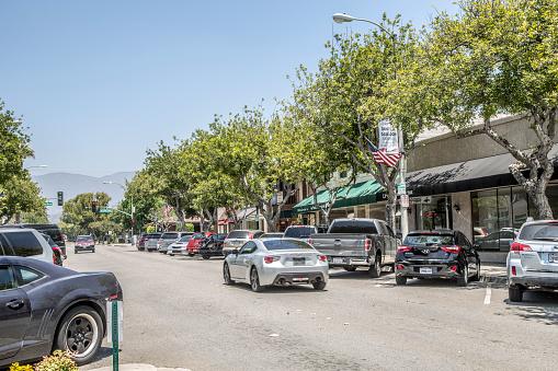 乗り物・交通「Cars on street of Old Town La Verne」:スマホ壁紙(18)