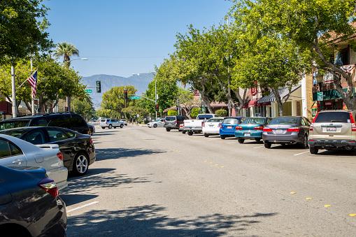乗り物・交通「Cars on street of Old Town La Verne」:スマホ壁紙(19)