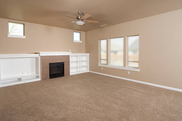 Empty beige with carpet living room:スマホ壁紙(壁紙.com)