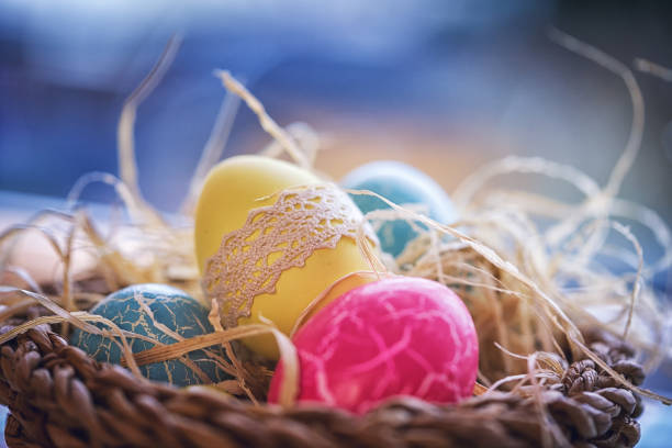 Colorful Decorated Easter Eggs in a Nest:スマホ壁紙(壁紙.com)