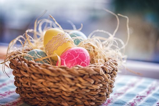 Easter「Colorful Decorated Easter Eggs in a Nest」:スマホ壁紙(11)