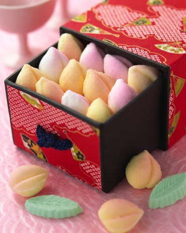 Hinamatsuri「Colorful desserts in box」:スマホ壁紙(15)