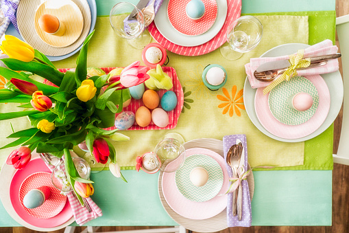 Easter「Colorful Decorated Easter Place Setting」:スマホ壁紙(19)