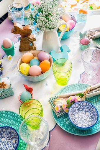 イースター「Colorful Decorated Easter Place Setting」:スマホ壁紙(8)