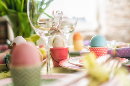 イースター「Colorful Decorated Easter Place Setting」:スマホ壁紙(5)