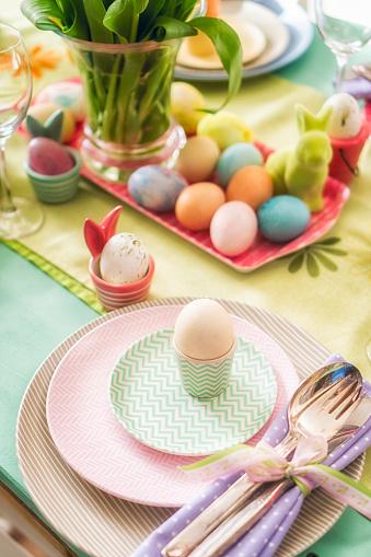 イースター「Colorful Decorated Easter Place Setting」:スマホ壁紙(10)