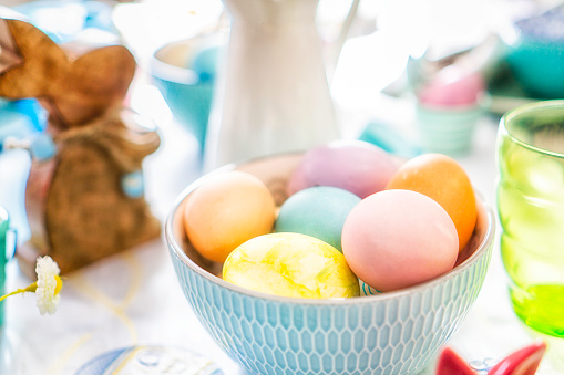 Easter Bunny「Colorful Decorated Easter Place Setting」:スマホ壁紙(10)
