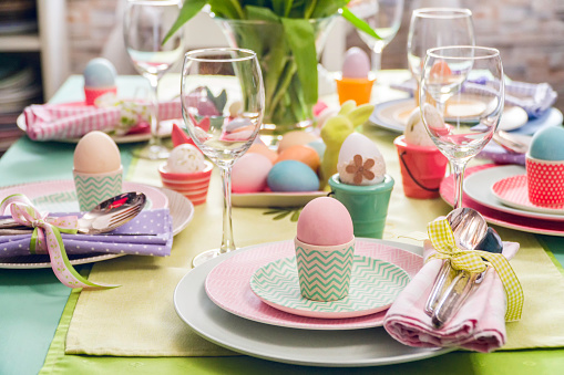 イースター「Colorful Decorated Easter Place Setting」:スマホ壁紙(4)