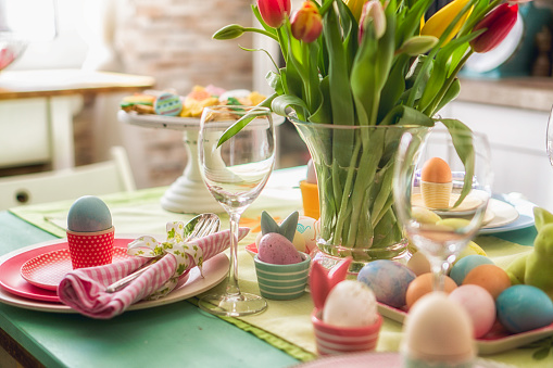 Easter「Colorful Decorated Easter Place Setting」:スマホ壁紙(14)