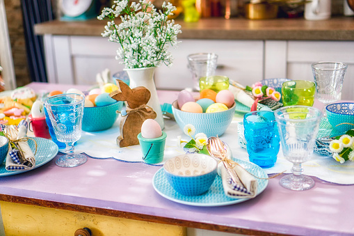 Easter Bunny「Colorful Decorated Easter Place Setting」:スマホ壁紙(12)