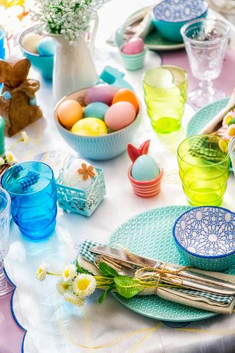 イースター「Colorful Decorated Easter Place Setting」:スマホ壁紙(2)