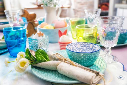 イースター「Colorful Decorated Easter Place Setting」:スマホ壁紙(7)