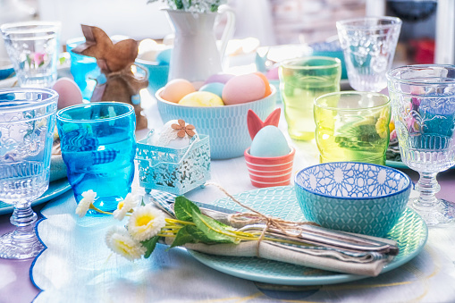 Easter Bunny「Colorful Decorated Easter Place Setting」:スマホ壁紙(7)