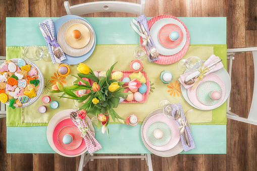 イースター「Colorful Decorated Easter Place Setting」:スマホ壁紙(2)