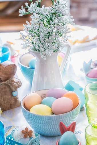 イースター「Colorful Decorated Easter Place Setting」:スマホ壁紙(7)