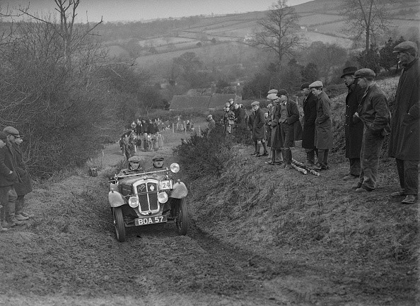 Country Road「Austin 7 Grasshopper of WH Scriven competing in the MG Car Club Midland Centre Trial, 1938」:写真・画像(3)[壁紙.com]