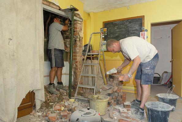 Dust「Men renovating house」:写真・画像(7)[壁紙.com]