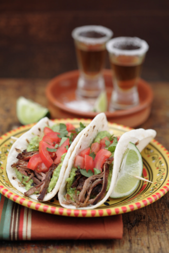 Taco「Shredded beef tacos and tequila shots」:スマホ壁紙(9)