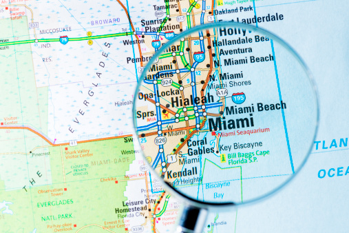 Florida - US State「Cities under magnifying glass on map: Miami」:スマホ壁紙(0)