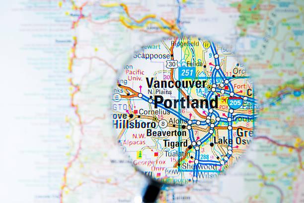 Cities under magnifying glass on map: Portland:スマホ壁紙(壁紙.com)