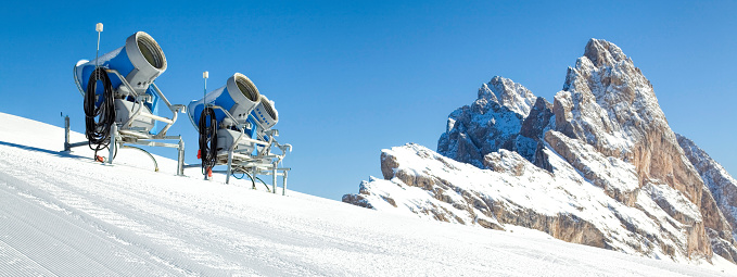 Snow Machine「Three snow cannons on ski slope with snowcapped rock formation in Dolomites, Alto Adige, Italy」:スマホ壁紙(17)