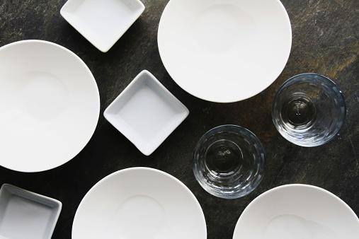 Empty Bowl「empty plateds and glasses on slate background」:スマホ壁紙(11)