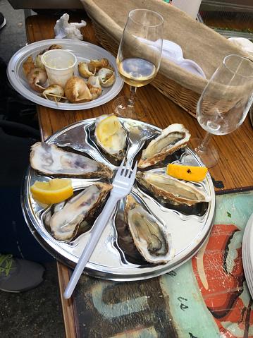 snails「empty plate of oysters at wine street festival- Paris」:スマホ壁紙(5)
