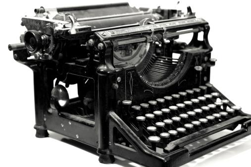 20th Century Style「Vintage Typewriter on White」:スマホ壁紙(12)
