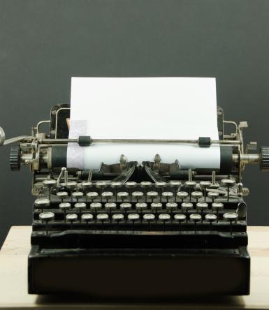Typewriter「Vintage Typewriter With Copy Space」:スマホ壁紙(15)