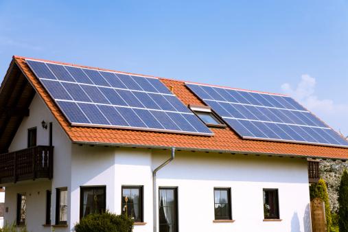 Solar Energy「House with Solar Panels」:スマホ壁紙(1)