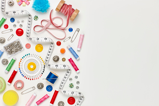 Sewing「Overhead flat lay of colorful sewing items on white background」:スマホ壁紙(17)