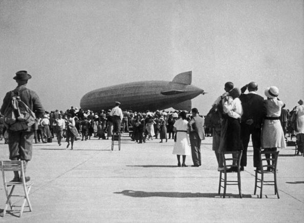 "Crowd「Airship ""Count Zeppelin"" (D-LZ127) landing at the Aspern Airfield near Vienna, Austria, A big crowd is watching, Photograph, 1931」:写真・画像(8)[壁紙.com]"