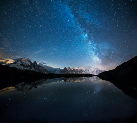 星空「France, Mont Blanc, Lake Cheserys, Milky way and Mont Blanc reflected in the lake by night」:スマホ壁紙(10)