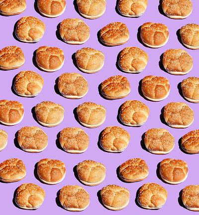 Bun - Bread「Hamburger buns on purple background」:スマホ壁紙(7)