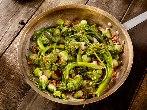 Pine Nut「Roasted Broccolini and Brussels sprouts」:スマホ壁紙(8)
